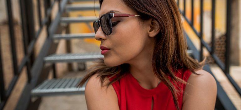 Jak vybrat správnou barvu slunečních brýlí?