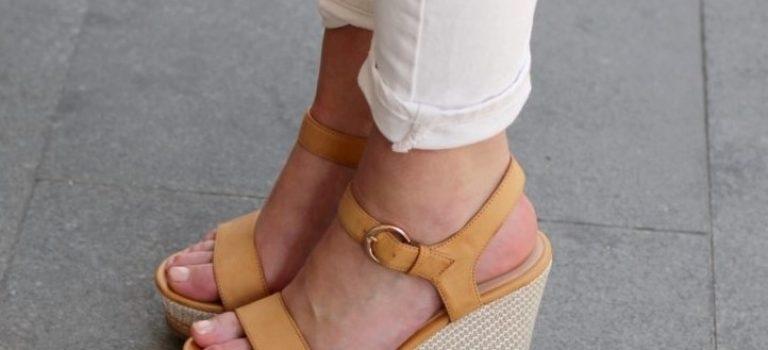 Vyměňte lodičky za pohodlné sandály na klínku