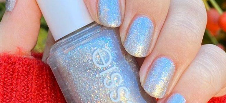 Třpytivé nehty ve vánočních barvách