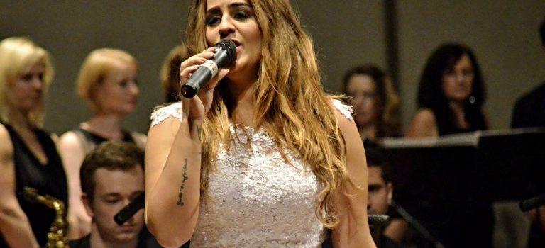 Jak tráví Vánoce zpěvačka Leona Gyöngyösi? V srdci Beskyd, v klidu a pohodě…