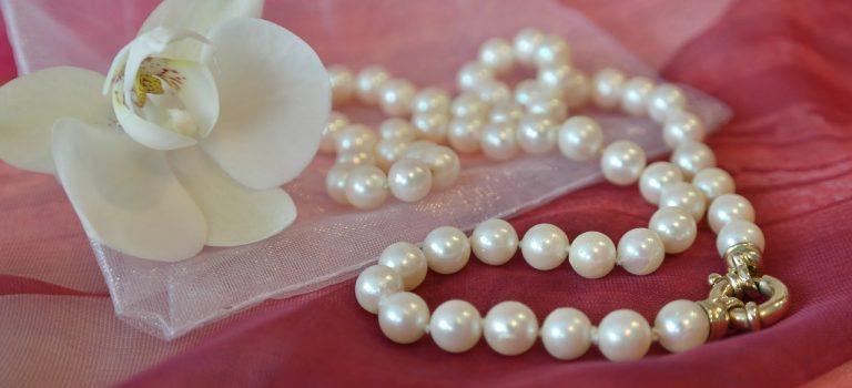 Perly a hedvábí pro krásnou pleť