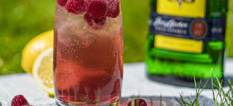Osvěžující letní drink z Becherovky. Dnes Becherovka Malina