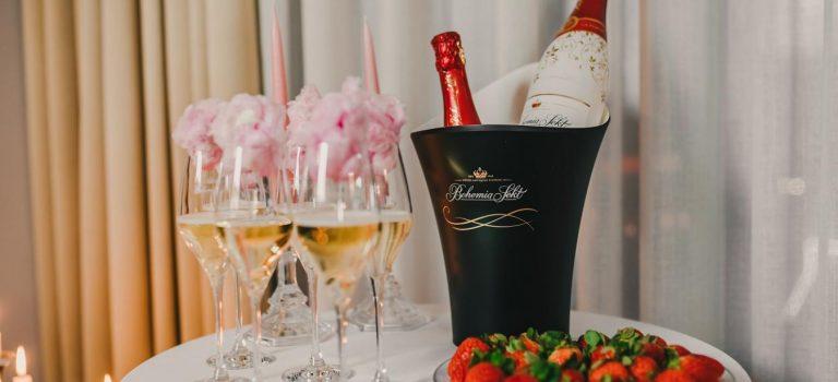 Valentýn není romantickou bublinou. Ale bublinky přiněm nesmí chybět