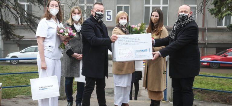 Kateřina Zemanová během dvou dnů předala stovky roušek, desinfekci, krémy a vitamíny