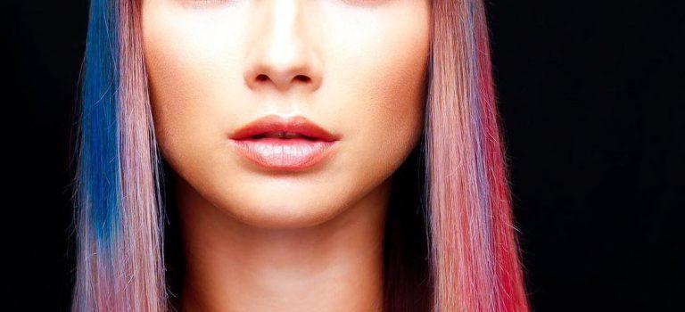 Vlasy v barvách drahokamů